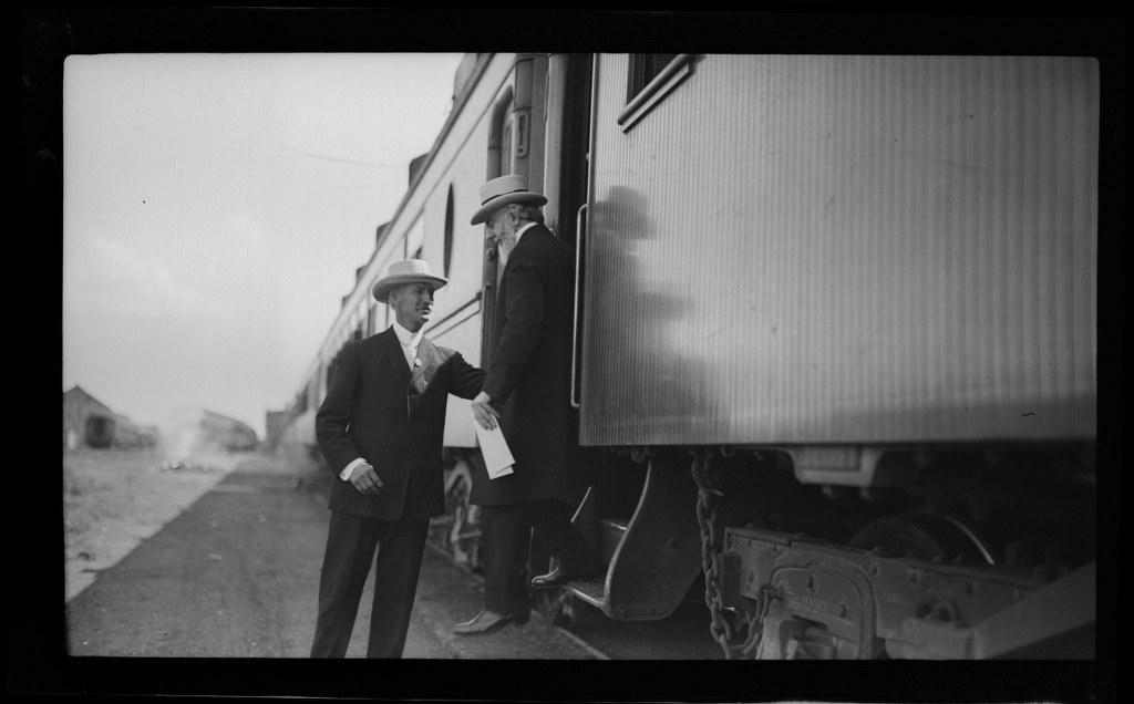 I09 - 1911, June 15 - Disembarking From A Train - Wichita, KS 1024x636