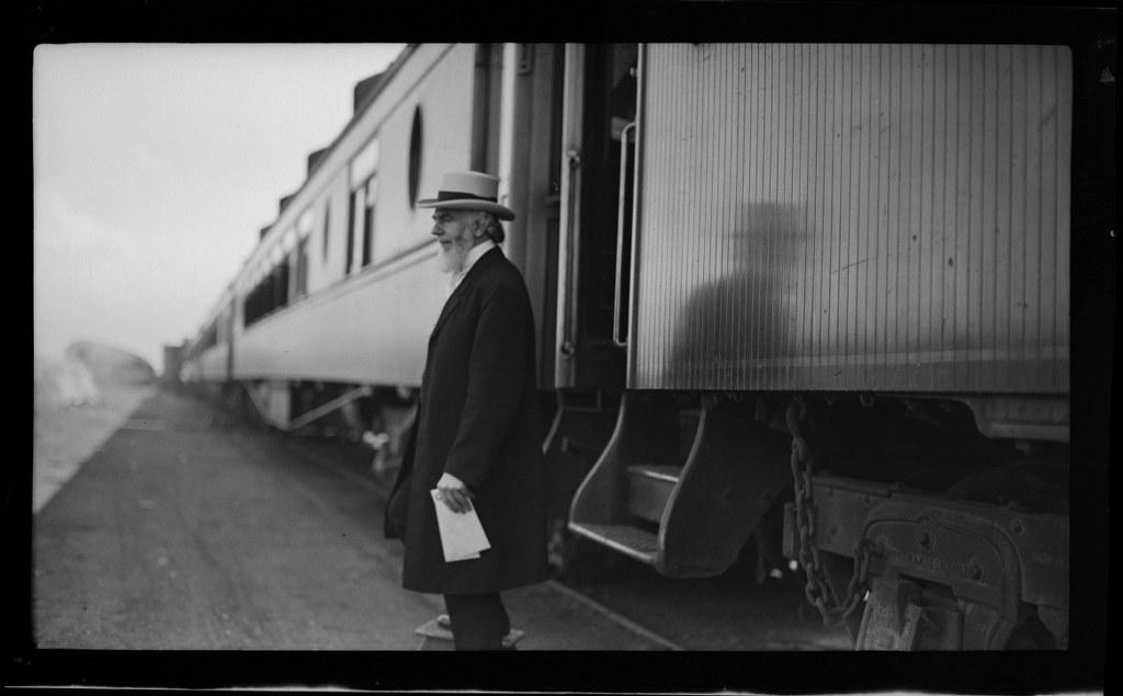 I10 - 1911, June 15 - Disembarking From A Train - Wichita, KS 1024x635